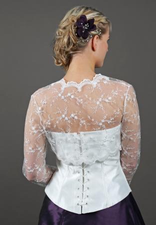 ... - Hübsches Brautjäckchen aus blumiger Spitze mit langen Ärmeln