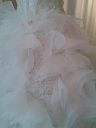 ... online bestellen - Brautkleid vorne kurz hinten lang mit federn