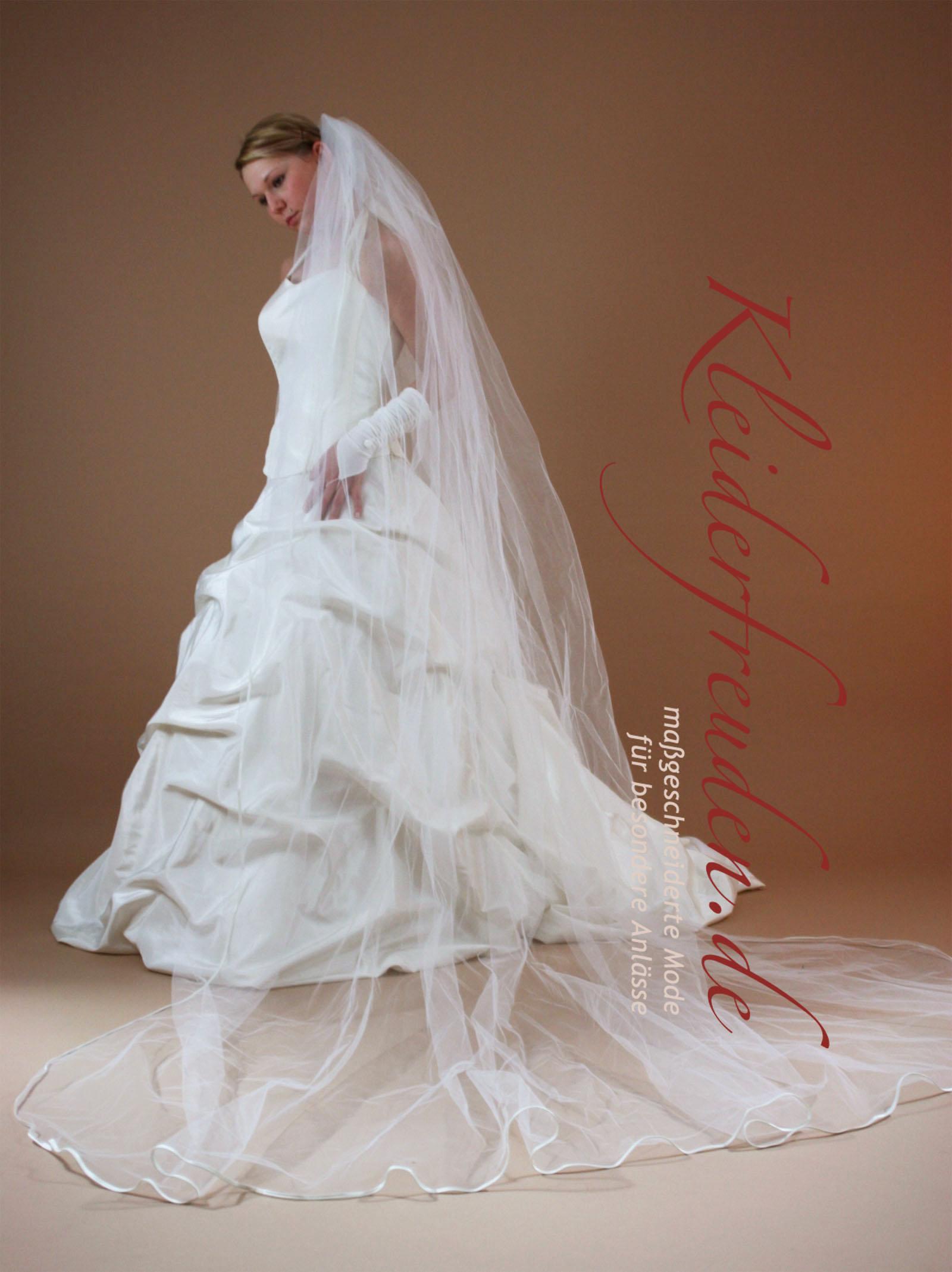 Kleiderfreuden brautmode online bestellen romantischer for Brautschleier ivory einlagig
