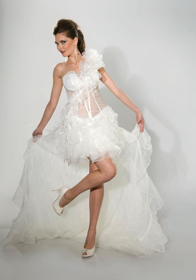 Sexy Vokuhila Brautkleid mit Schleppe. 499,00 EUR bei www ...