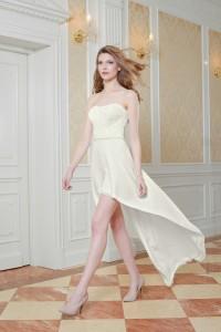 Brautkleid vorne kurz hinten lang. 499,00 EUR bei www.kleiderfreuden.de