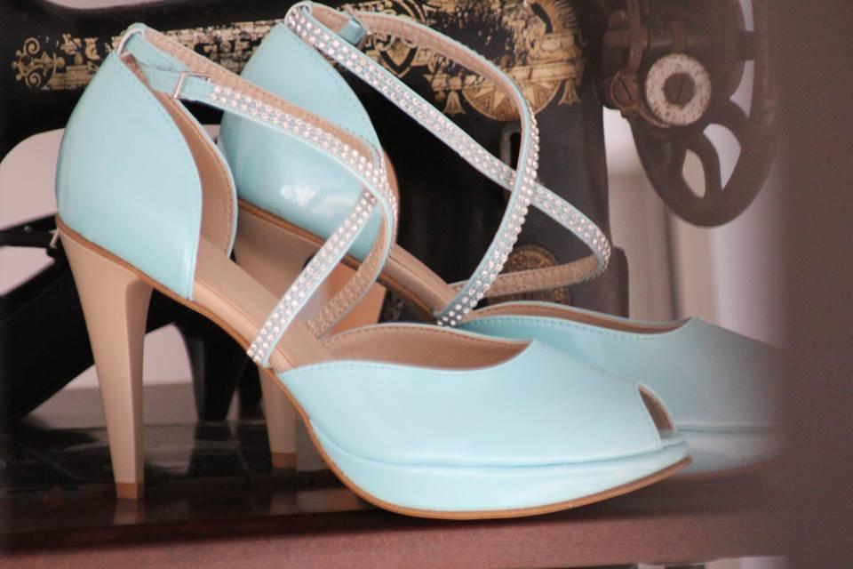 Blaue Brautschuhe mit Strass