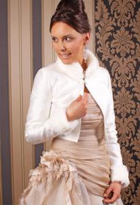kurze Felljacke für die Braut