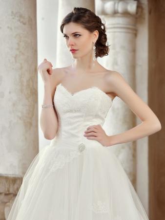 Brautkleid mit abnehmbaren Rock Maßanfertigung aus Satin und Spitze