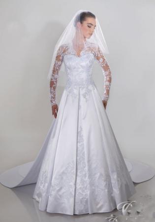 Hochzeitskleid mit spitze und armeln