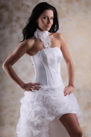 Kurzes Brautkleid mit langer Schleppe lange Schleppe Chiffon