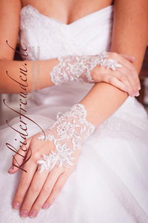 Kurzer minischleier dreilagig mit sch nem satinband for Brautschleier ivory einlagig