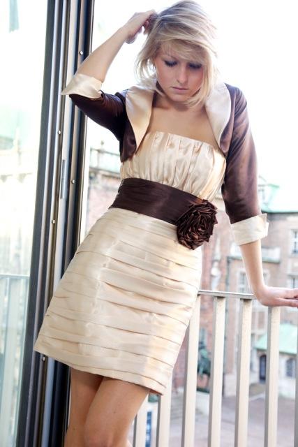 Standesamtkleid gold braun mit Blüte aus Satin ...