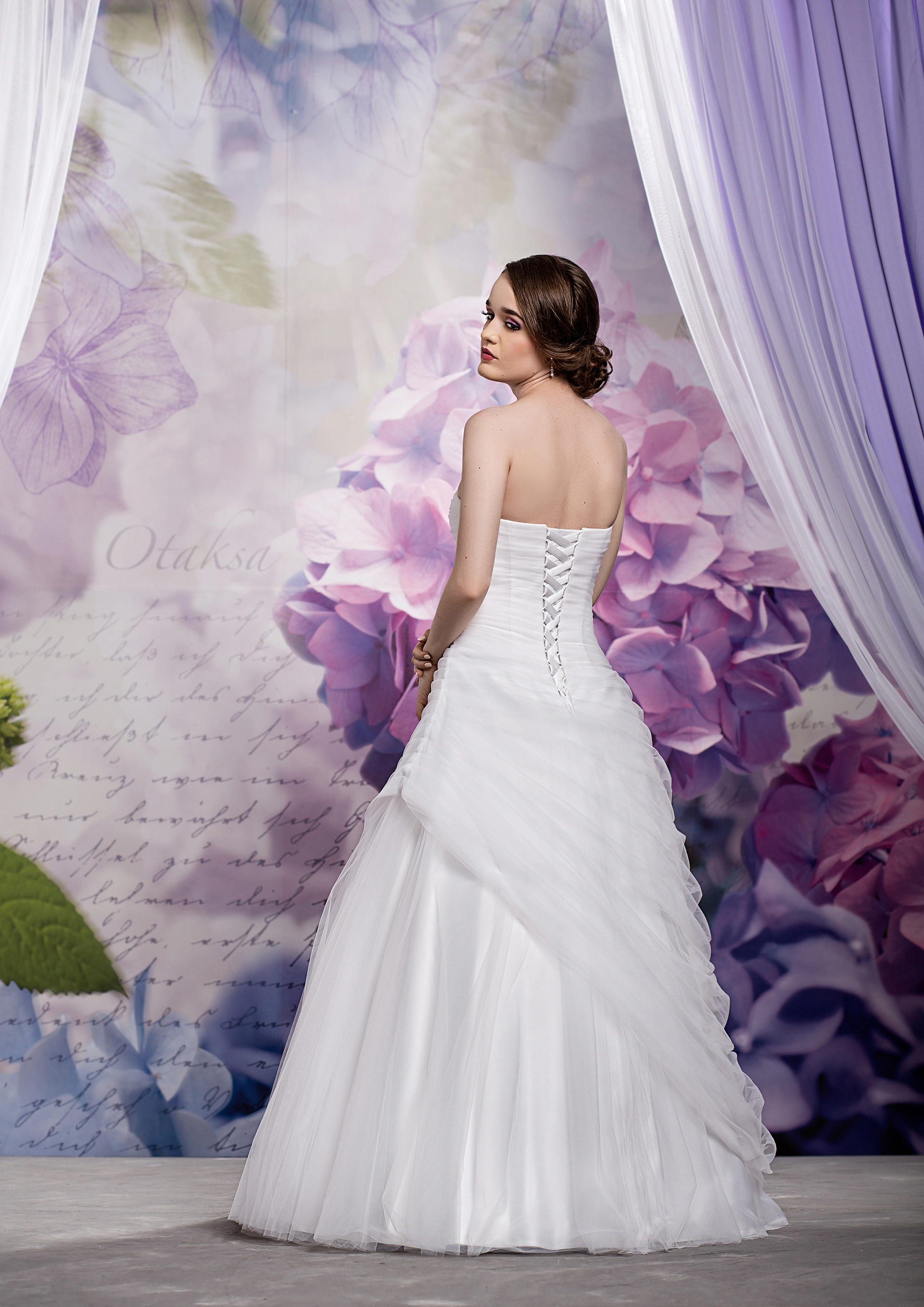 Schlichtes Brautkleid Chiffon mit Glasperlen - Kleiderfreuden