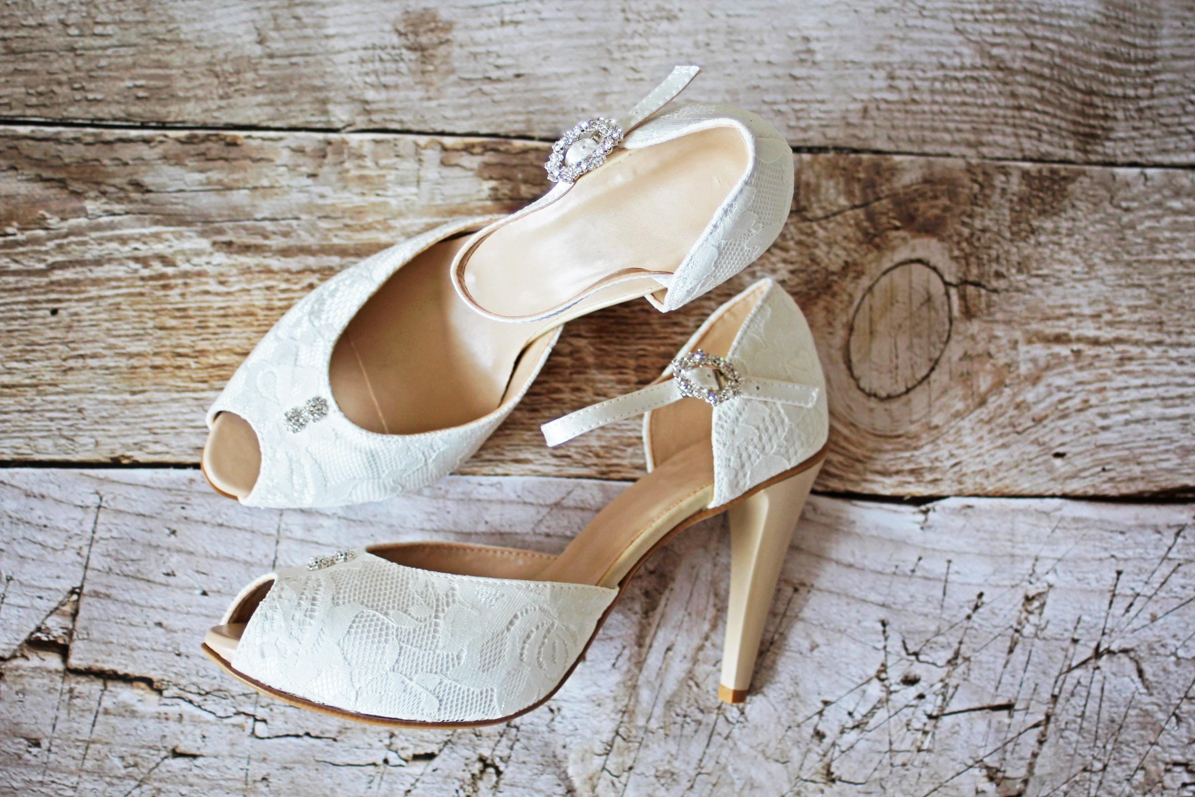 Spitzen Brautschuhe Mit Hohem Absatz Und Plateu In Ivory