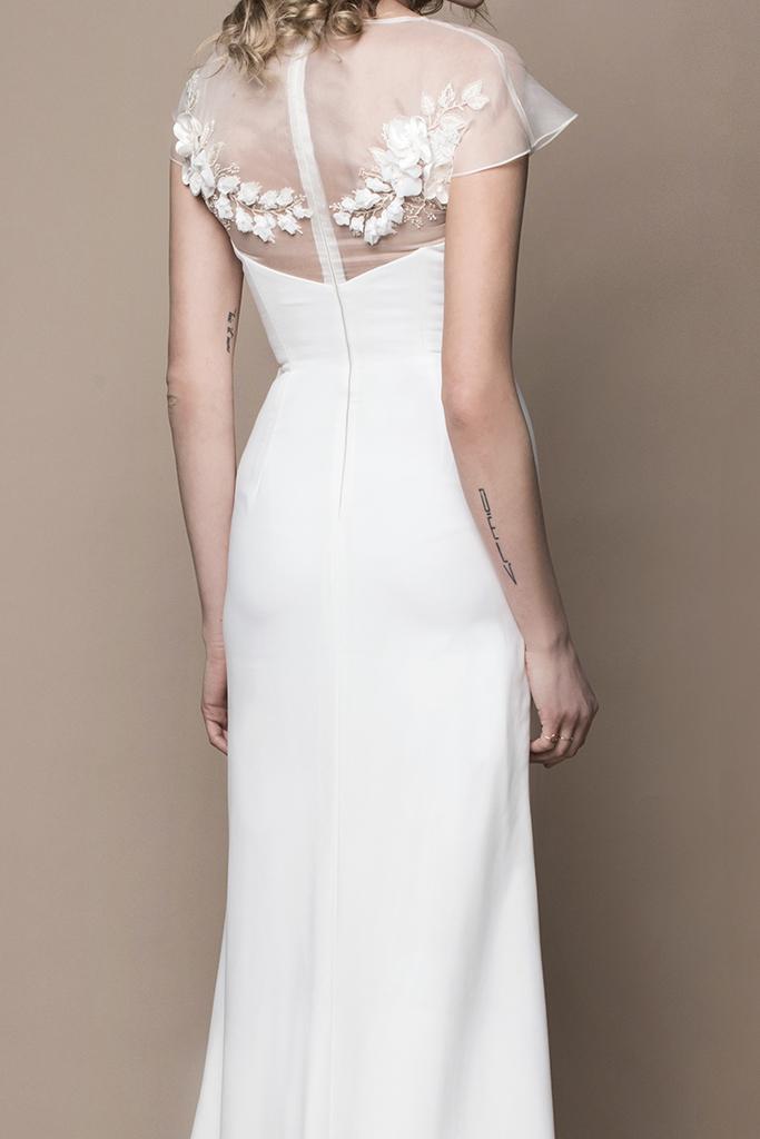 Schlichtes Boho Brautkleid aus Seide mit Schleppe - Kleiderfreuden
