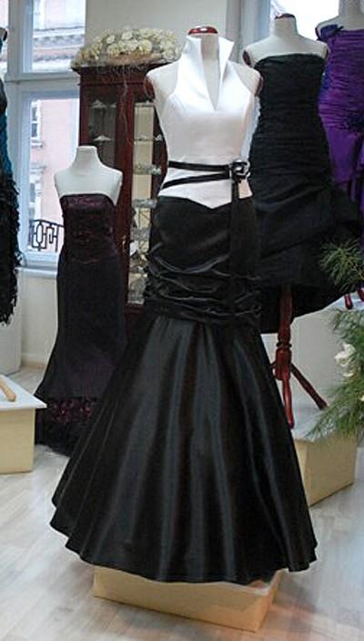 size 40 7f332 746e1 Abendkleid mit Stehkragen schwarz weiß mit V- Ausschnitt ...