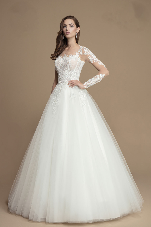 Brautkleid mit langenTattoo Ärmeln und weitem Rock