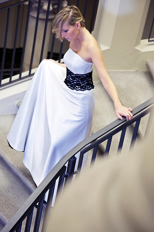 Brautkleid schwarz weiß aus Satin - Kleiderfreuden