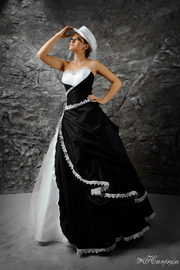 Brautkleid Schwarz Weiss Im Angesagten Westernlook Kleiderfreuden