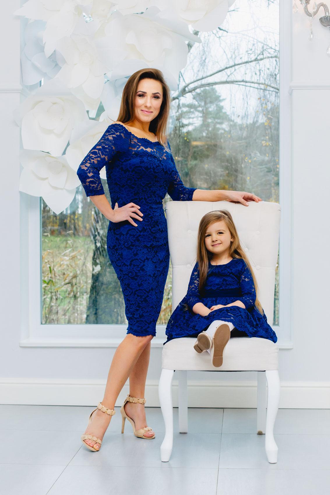 cocktailkleid blau aus spitze mit 3 arm und u boot ausschnitt kleiderfreuden. Black Bedroom Furniture Sets. Home Design Ideas