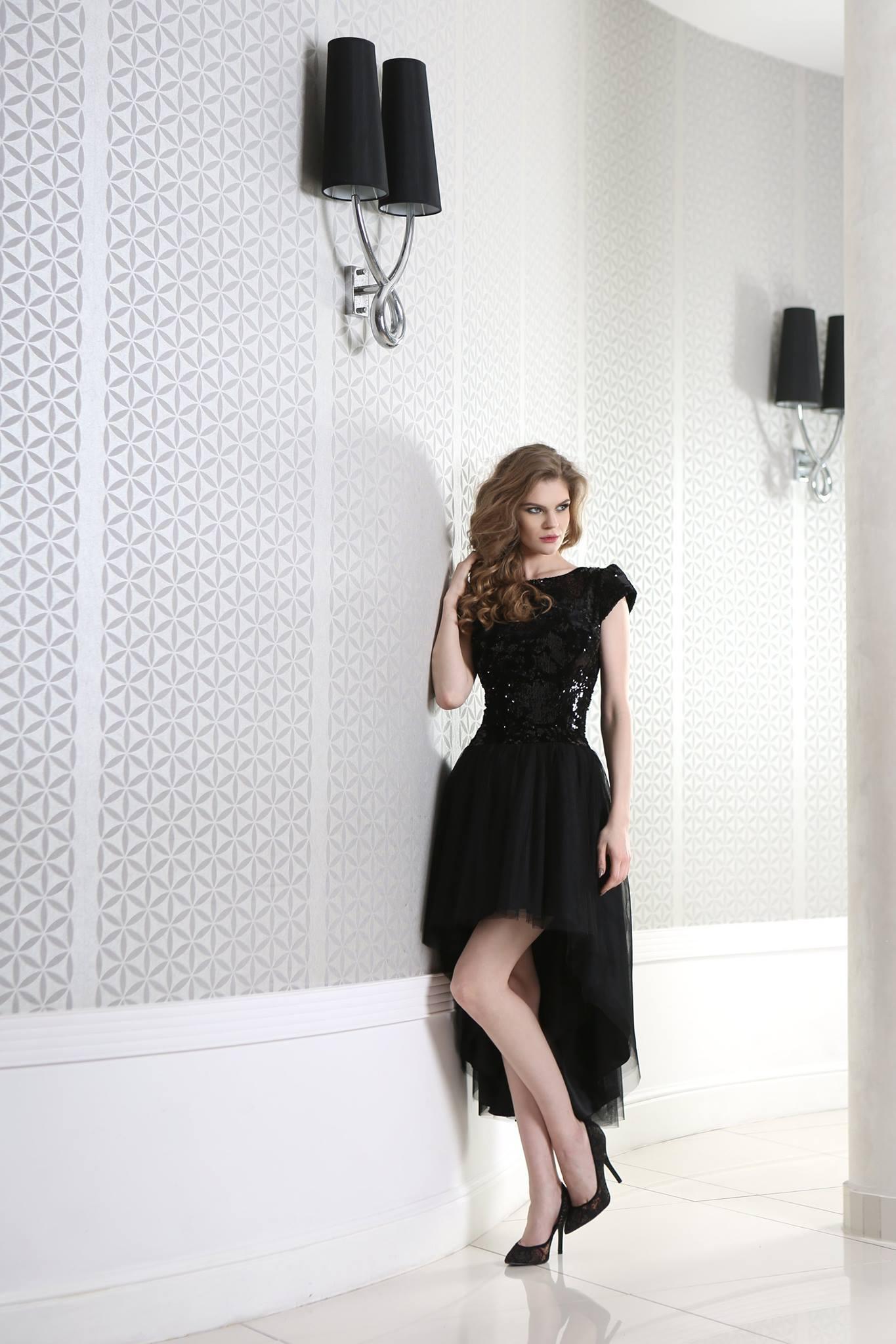 schwarzes cocktailkleid vorne kurz hinten lang mit. Black Bedroom Furniture Sets. Home Design Ideas