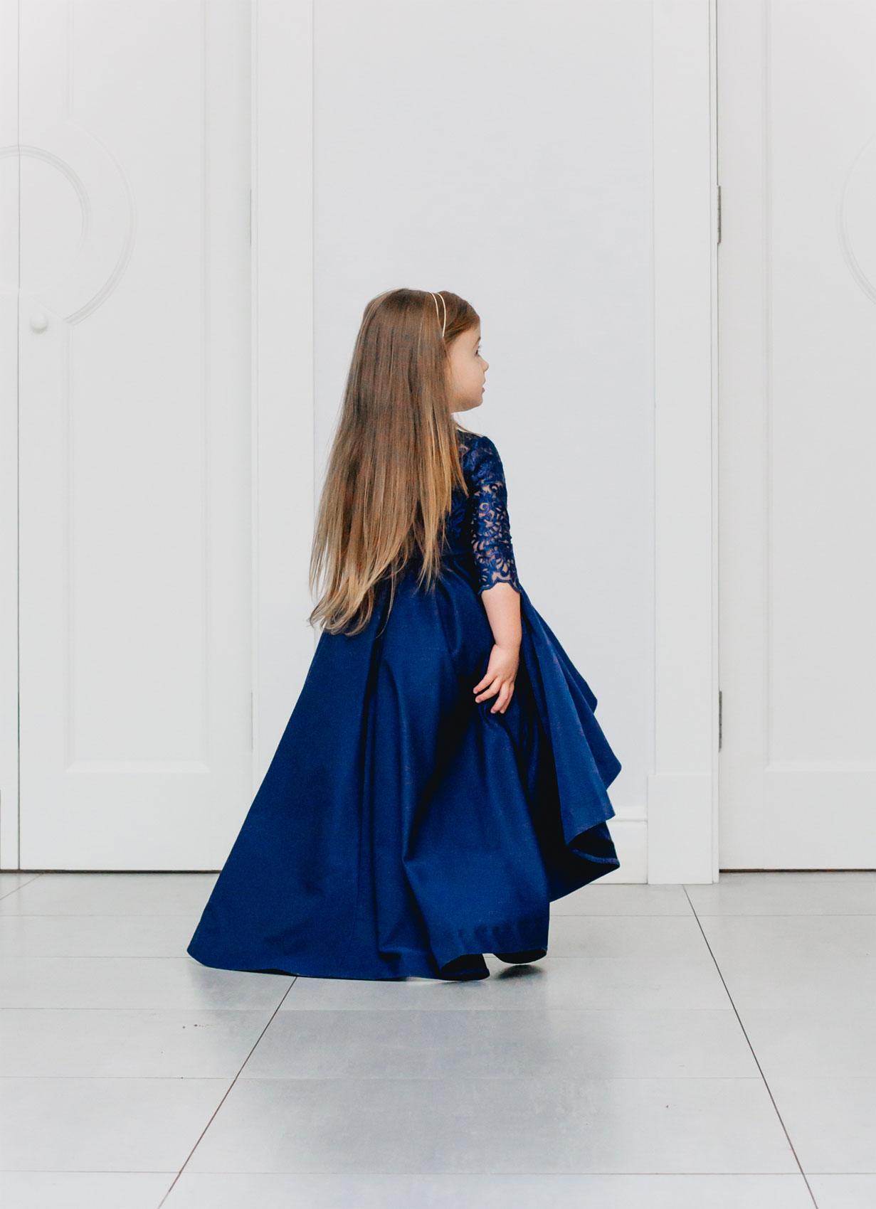 Festliche Mutter Tochter Kleider in blau mit Schleppe - Kleiderfreuden