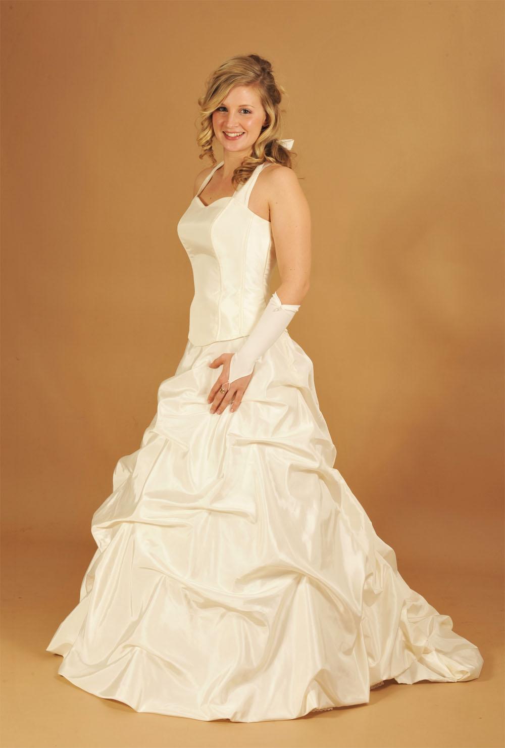 Günstiges Brautkleid mit langer Schleppe - Kleiderfreuden