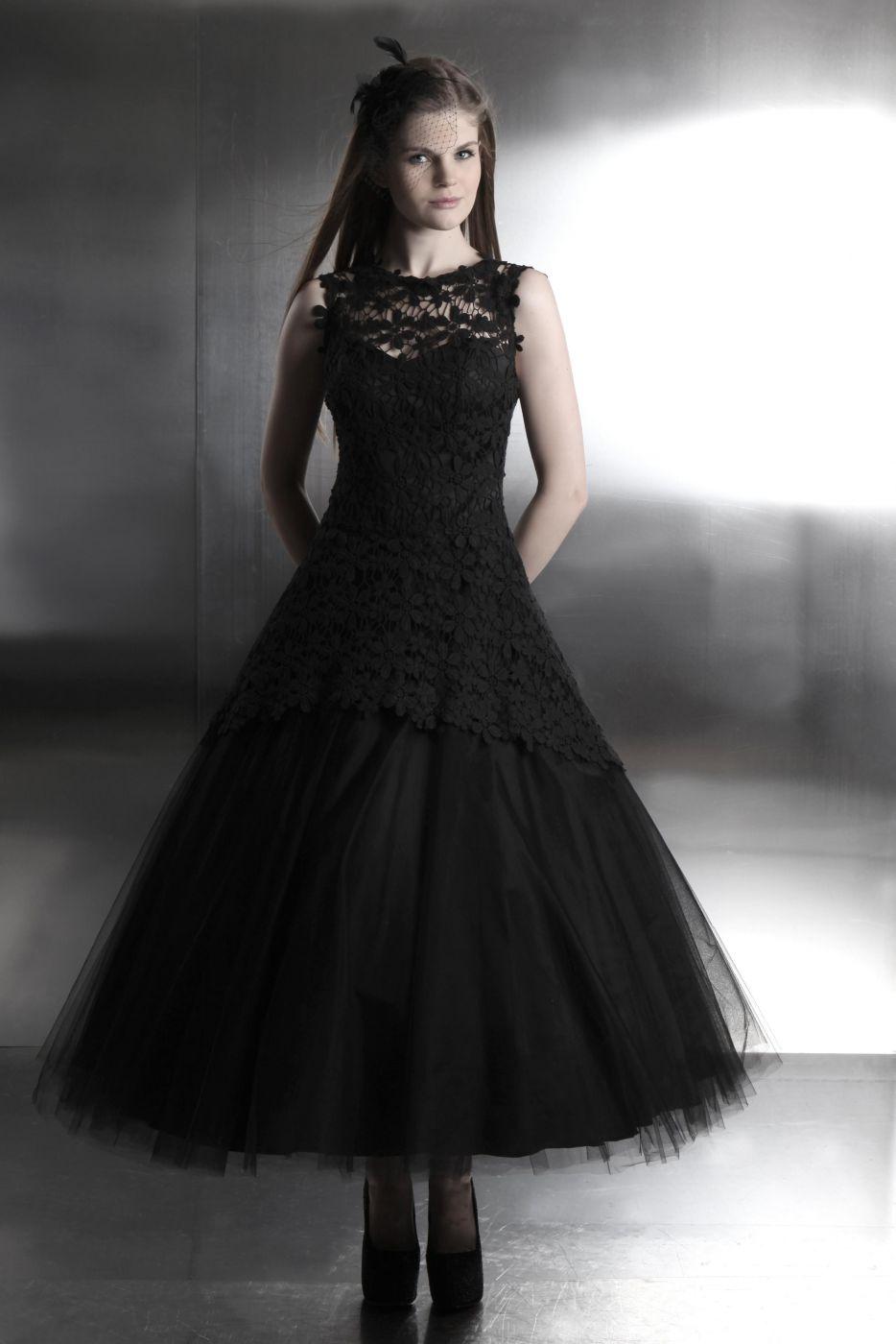 Schwarzes Brautkleid aus Tüll und Spitze im Gothik Stil - Kleiderfreuden