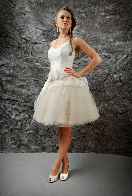Kurzes Hochzeitskleid Mit Tullrock Und Spaghettitragern Kleiderfreuden