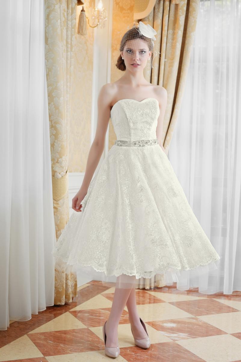 Verspieltes kurzes Brautkleid aus schönster Spitze - Kleiderfreuden