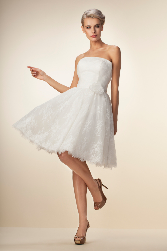Kurzes Brautkleid aus wunderschöner Spitze - Kleiderfreuden