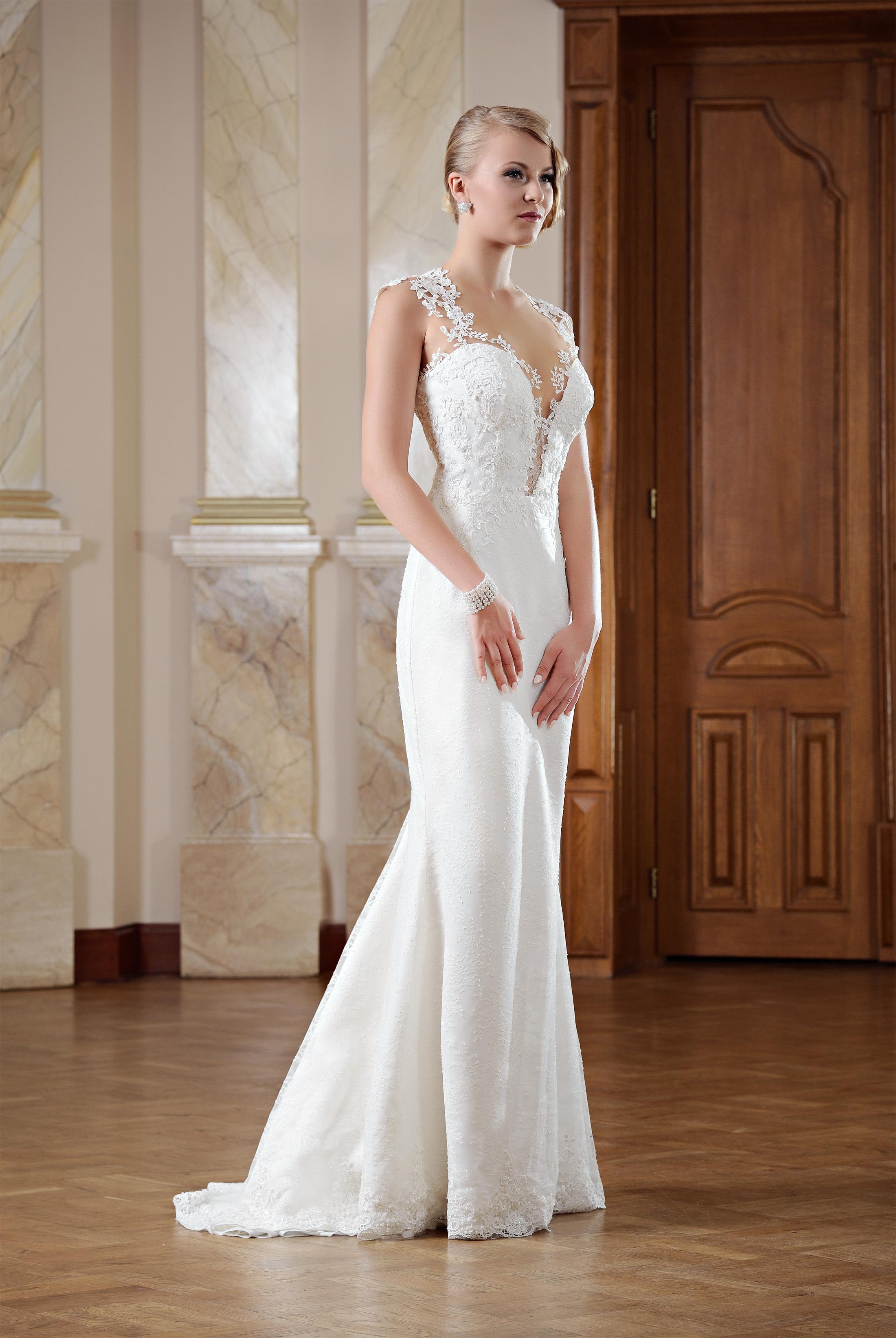 Hochzeitskleid rückenfrei mit langer Schleppe - Kleiderfreuden