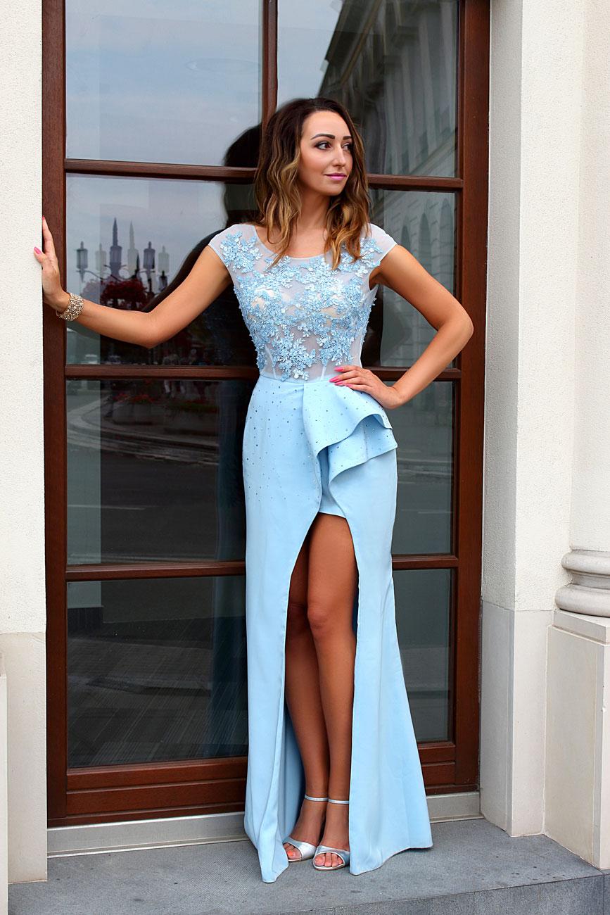 84a89203872a Maßgeschneidertes himmelblaues Kleid mit Beinschlitz - Kleiderfreuden