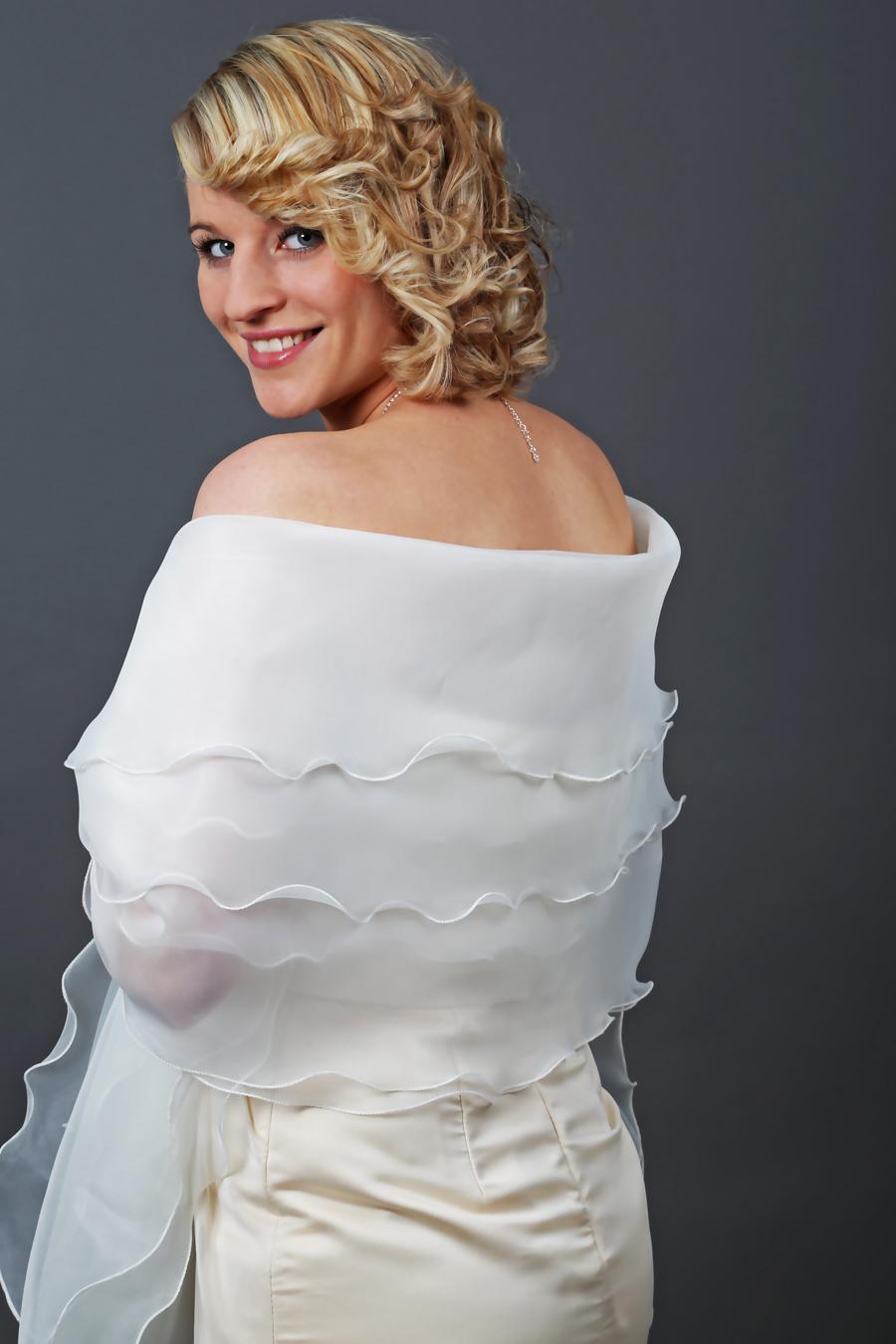 Dreilagige Brautstola Schal aus Organza zu Ihrem Brautkleid ...