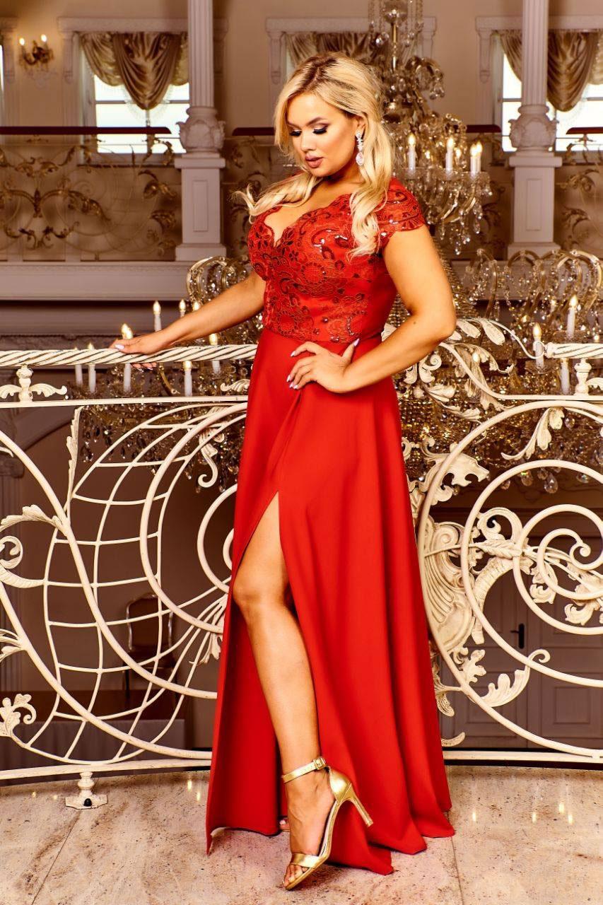 rotes xxl abendkleid aus satin. erhältlich bis größe 50