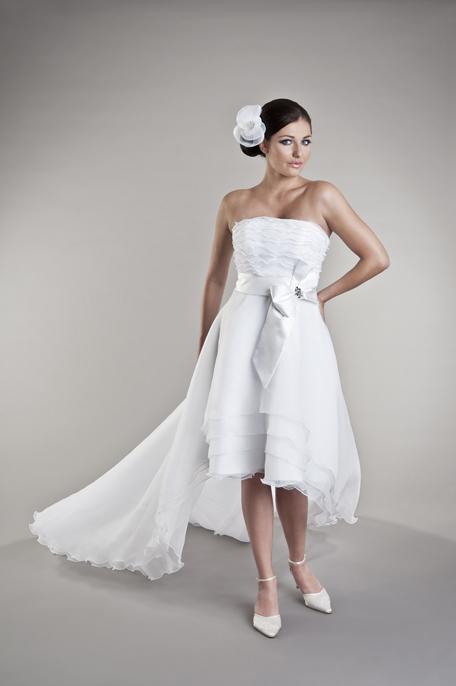 Brautkleidvorne kurz romantisch verspielt nach Maß - Kleiderfreuden