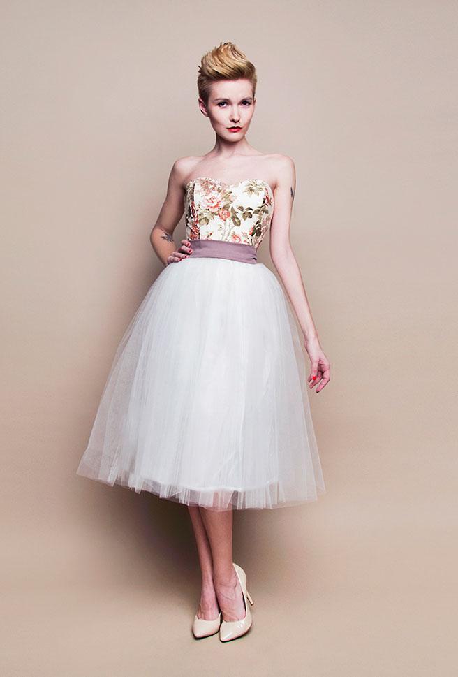 Kurzes Kleid Mit Tüllrock – Mode-Modell Geschichte