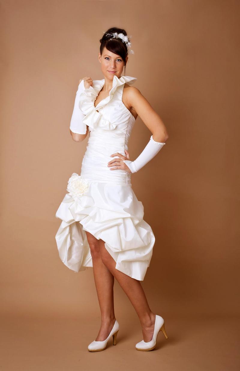 Kurzes Hochzeitskleid Mit Wunderschonem Stehkragen Kleiderfreuden