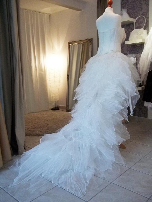 sexy brautkleid mit langer schleppe kleiderfreuden. Black Bedroom Furniture Sets. Home Design Ideas
