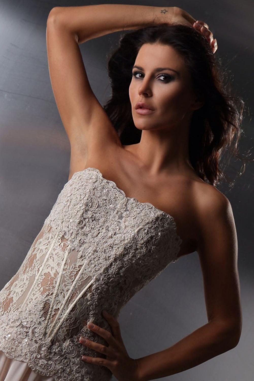 Designer Abendkleid aus Spitze & Chiffon beige creme nude ...