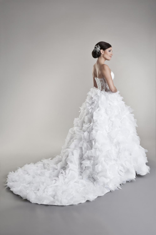 esigner Brautkleid vorne kurz mit Federn & Schleppe - Kleiderfreuden