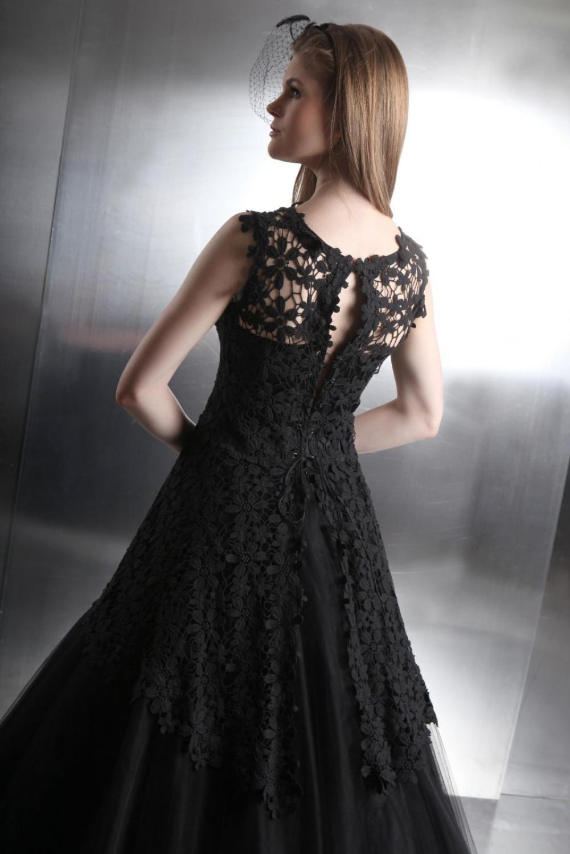 Schwarzes Brautkleid aus Tüll und Spitze im Gothik Stil ...