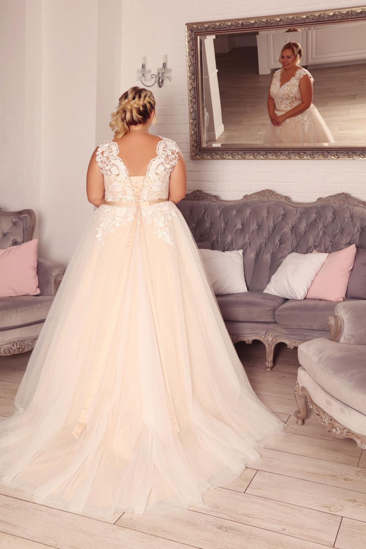 XXL Brautkleid nach Maß Blush mit Spitze - Kleiderfreuden