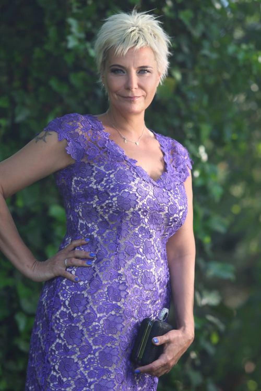 cocktailkleid für die brautmutter lila violet aus spitze