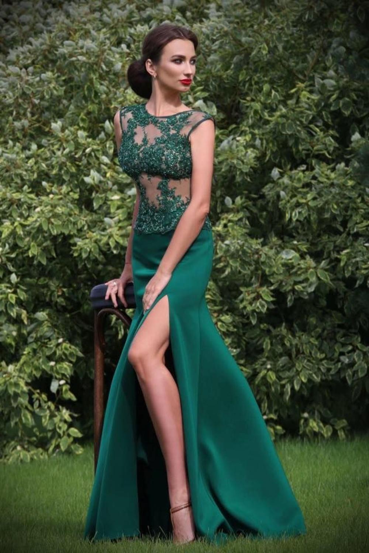 abendkleid mit beinschlitz smaragdgrün mit viel spitze