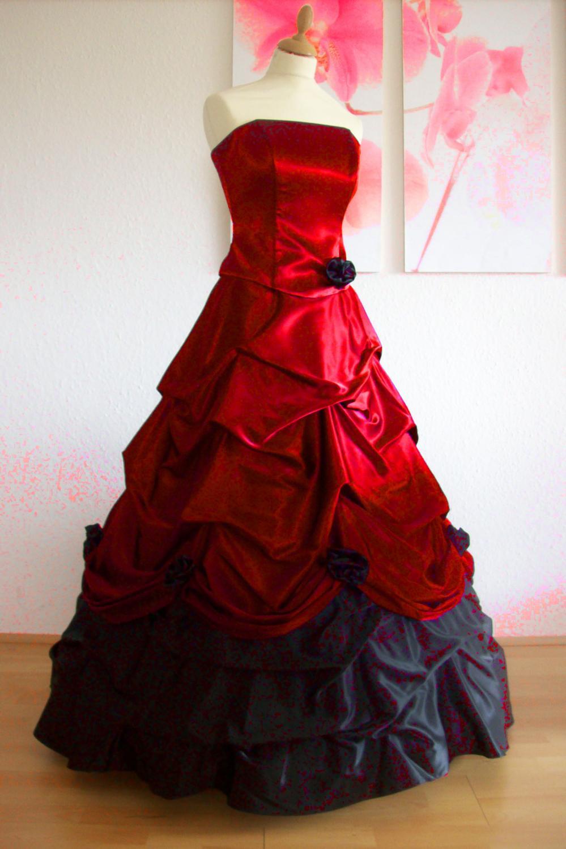 Romantisches Brautkleid mit Reifrock schwarz und rot - Kleiderfreuden