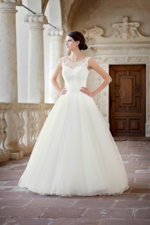 Maßgeschneidertes Prinzessinnen Brautkleid lange Schleppe ...