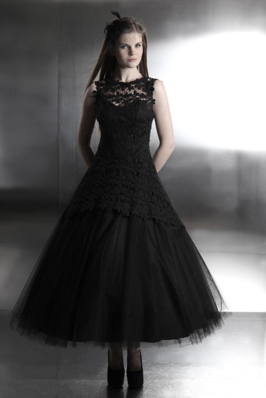schwarzes brautkleid aus t ll und spitze im gothik stil. Black Bedroom Furniture Sets. Home Design Ideas