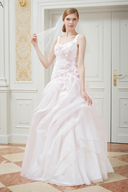 ma geschneidertes hochzeitskleid rosa mit tr gern. Black Bedroom Furniture Sets. Home Design Ideas