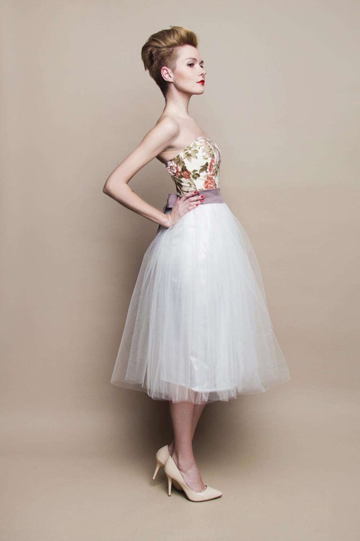 Kurzes Brautkleid mit Rosenmuster. Landhaus Stil. - Kleiderfreuden