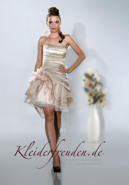 ... Kurzes Brautkleid Tatjana Organza in creme beige mit kurzer Schleppe