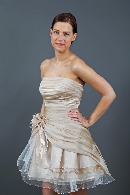 ... Kurze Brautkleider » Kurzes Organza Brautkleid creme beige gerafft