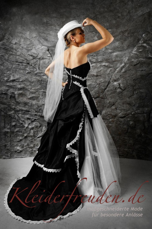 Brautkleid schwarz weiß im angesagten Westernlook - Kleiderfreuden